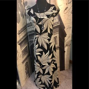 Stunning maxi dress by Ann Taylor in size 2